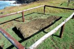 09_Toppled_Moai_at_Ahu_Hanga_Tee